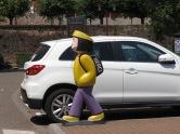 Parkplatz Obernai mit Schülerinnen-Figur am Überweg