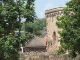 Turm der Stadtmauer mit Gipfelkreuz - aufgenommen vom Parkplatz Ville d ` Obernai