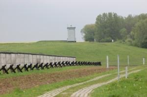 Grenzdenkmal Hötensleben / Todessstreifen zwischen DDR und BRD / Rolf Neumann pixelio.de